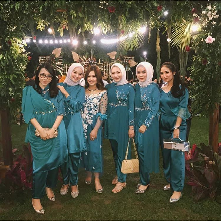 Photo of kebaya bridesmaid muslim | kebaya dress bridesmaid muslim | inspirasi kebaya bri…