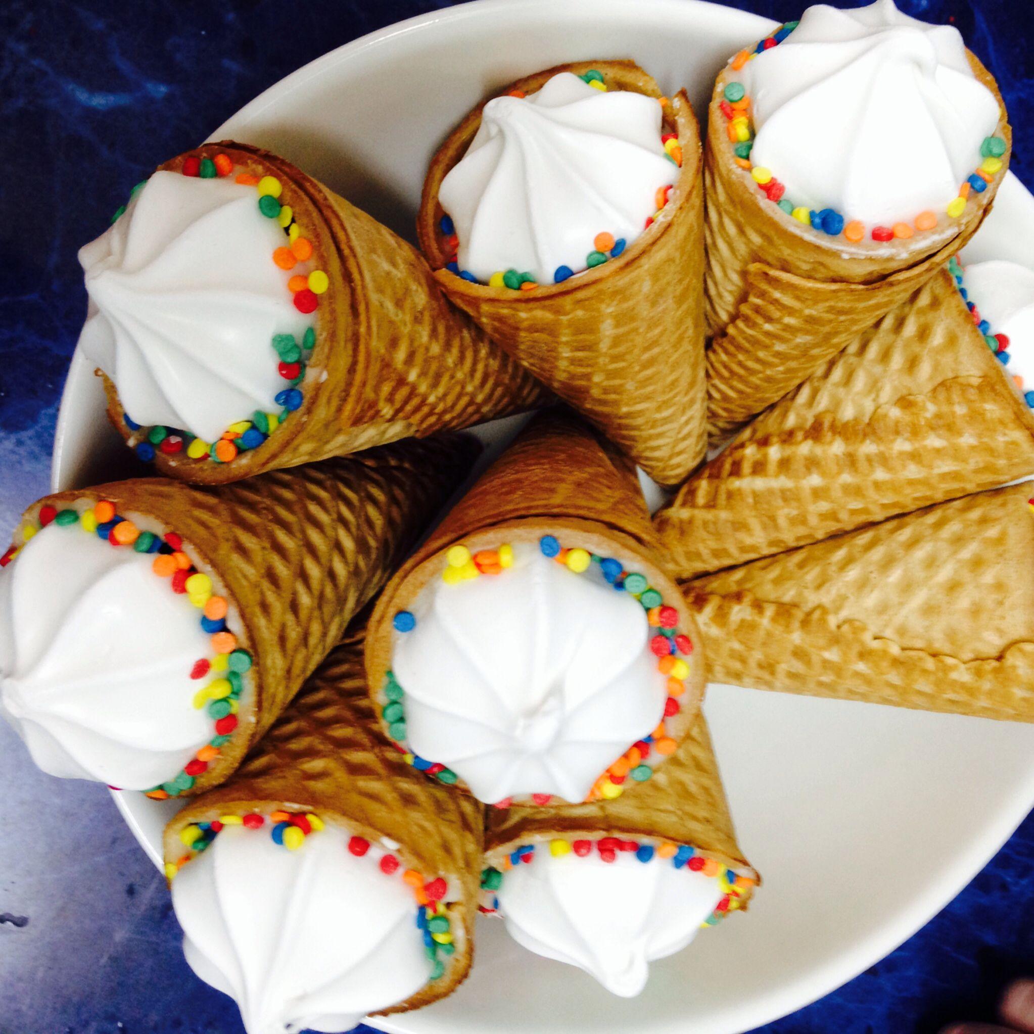 Conos de helados rellenos con chubi y un copo de merengue! Ideal ...