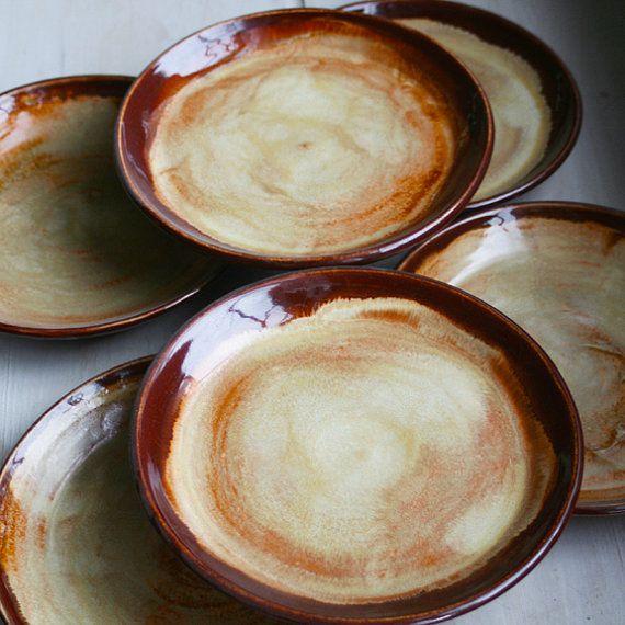 Vajilla r stica placas ensalada rojo oscuro y oro por sheilasart vajilla pinterest vajilla - Vajilla rustica ...