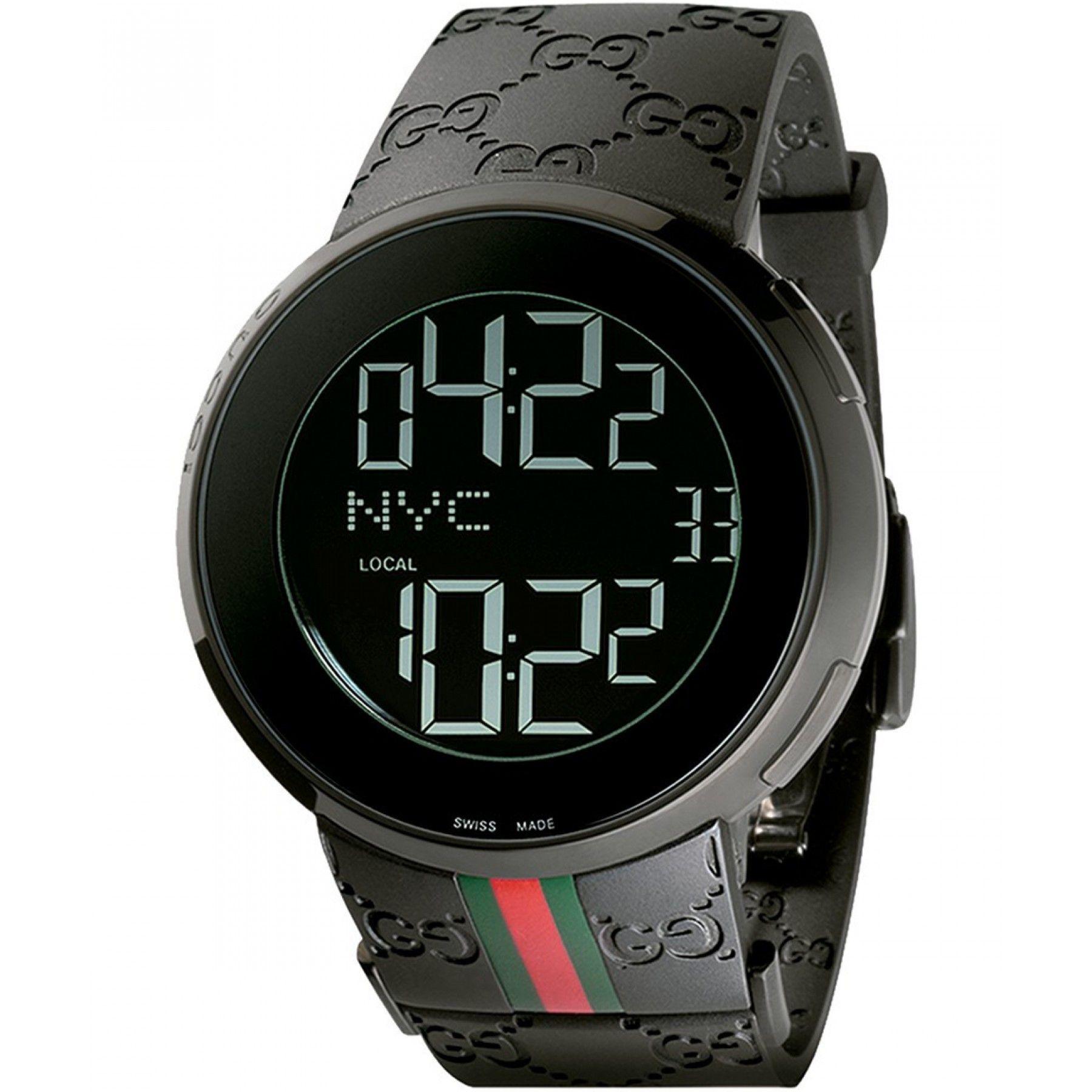 f7ec6f2924 Reloj de caja circular y bisel de PVD negro extensible de caucho con  logotipo GG en relieve carátula negra con doble uso horario y cristal de  zafiro ...