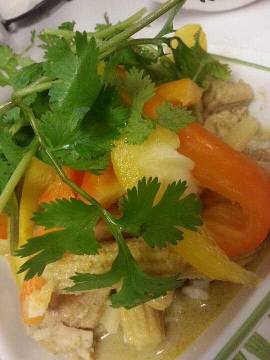 Home cook - Green curry loaded with cilantro and green pepper