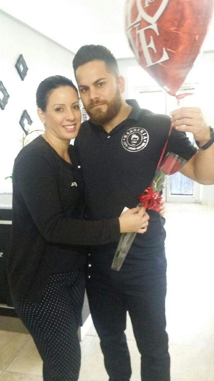 Llevándole un detalle a mi amada esposa a su salón de belleza!!! West coast barber shop     Daimora salón