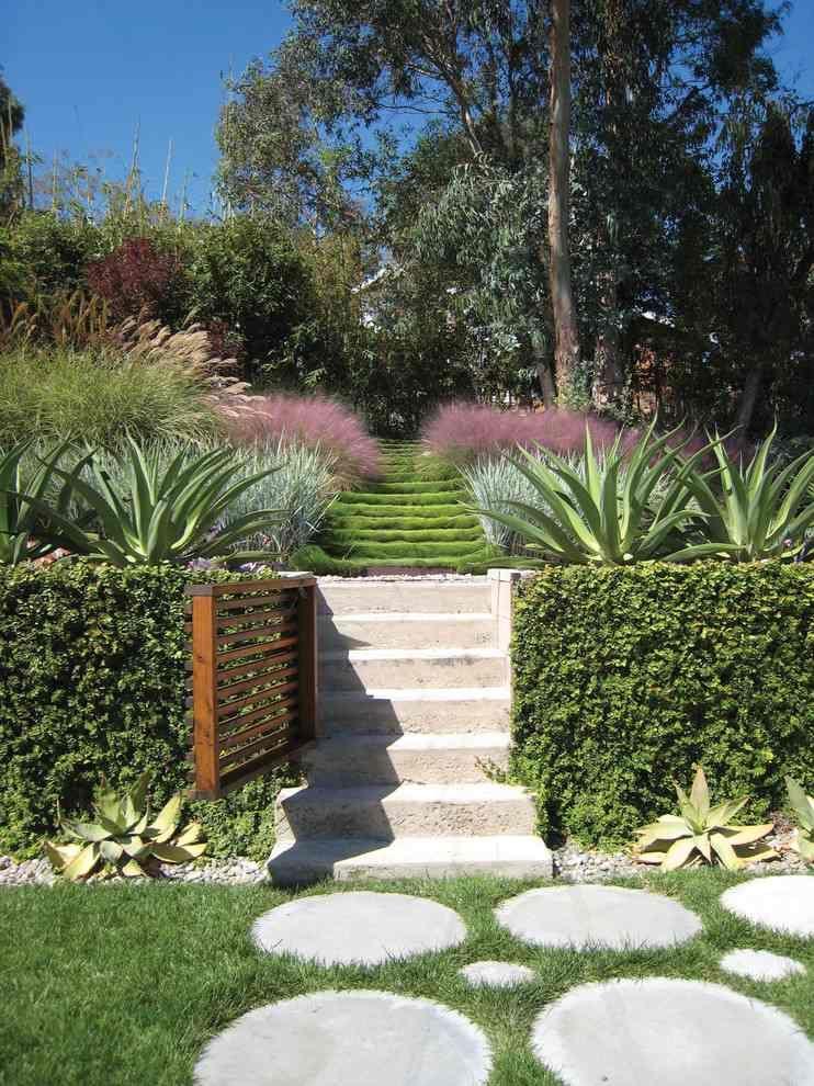 jardin en pente pas japonais escalier en bton alos et gramines - Jardin Japonais En Pente