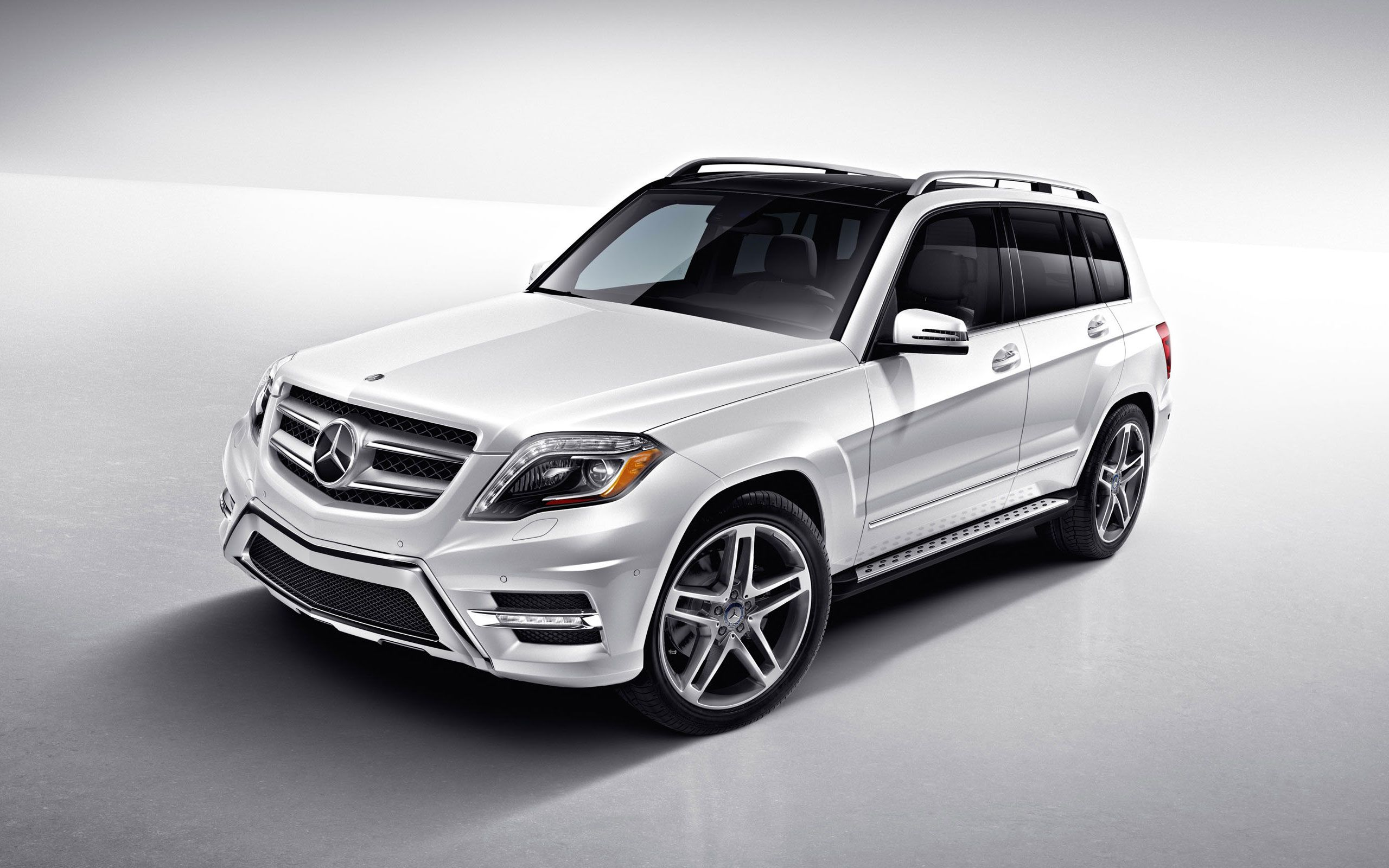 Image gallery white mercedes benz for Mercedes benz suv models list