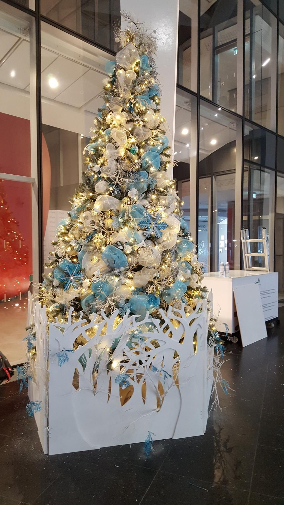 Commercial Christmas Decorations Uk.Christmas Tree Decoration Ideas See Our Bespoke Christmas