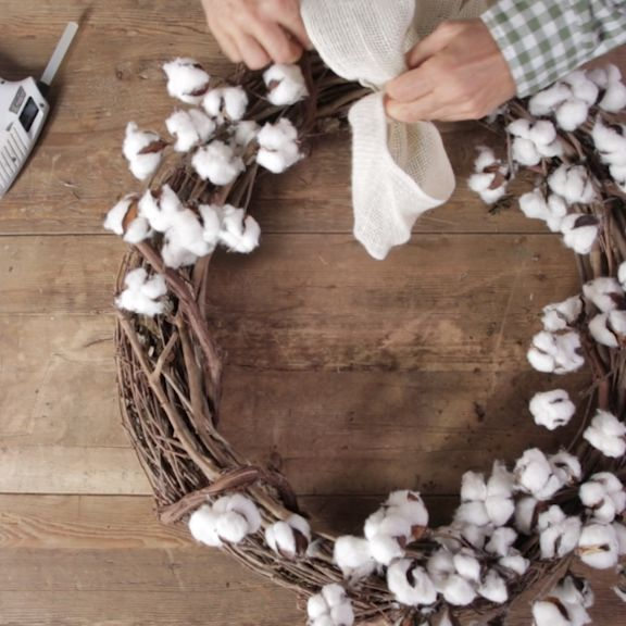 How to Make Your Own Cotton Wreath for Less Than $20