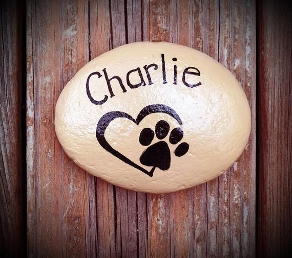 Dog Or Cat Paw Print Rock Custom Memorial Stone For Pets Etsy Hand Painted Rocks Paw Painting Painted Rocks