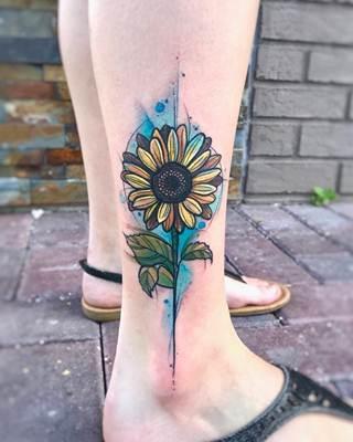 تاتو رجل و قدم ناعم و بسيط للنساء و الرجال اجمل صور تاتو رجل Sunflower Tattoo Sunflower Tattoo Thigh Sunflower Tattoos