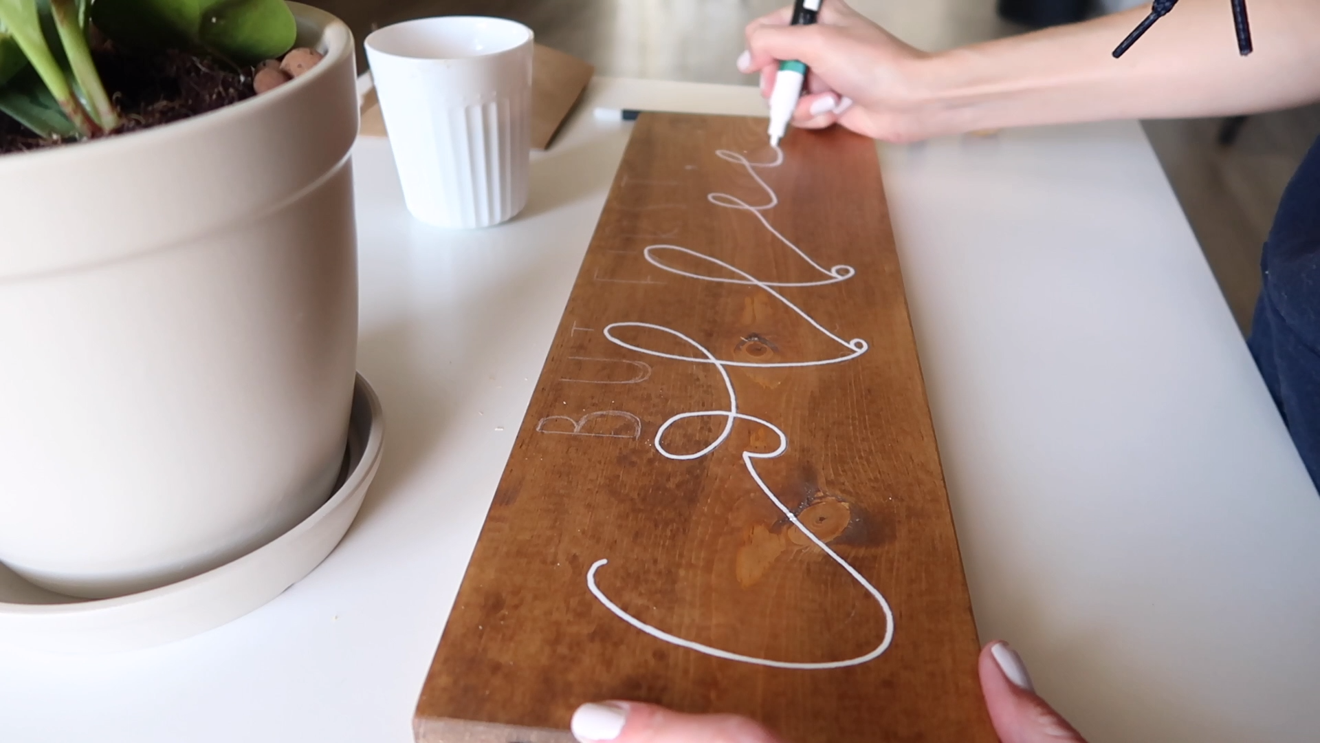 Faux Calligraphy, How to Make Your Own Wood Sign #woodsigns
