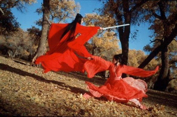 La sobreexposición en la parte central y las sombras duras, hacen que los detalles de los kimonos y los cuerpos de las guerreras, hacen que se observen fácilmente
