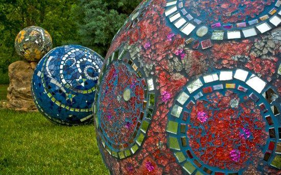 Concrete Mosaics | Mozaiek / concrete balls with mosaics