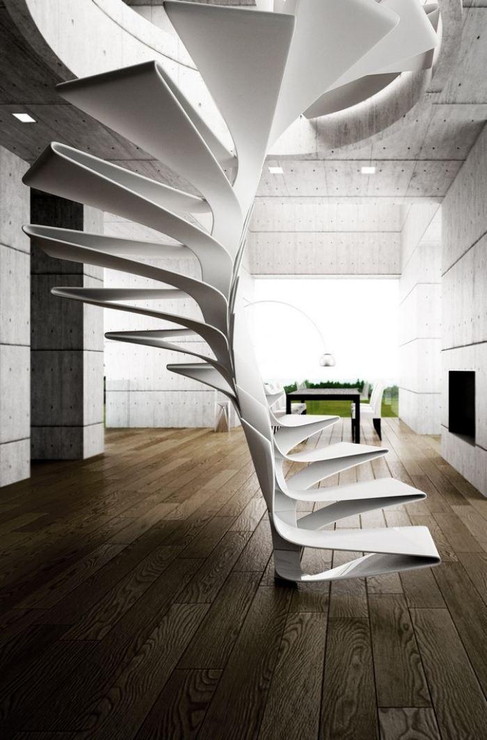 weiße Treppe in skulpturaler Form mit futuristischer Anmutung