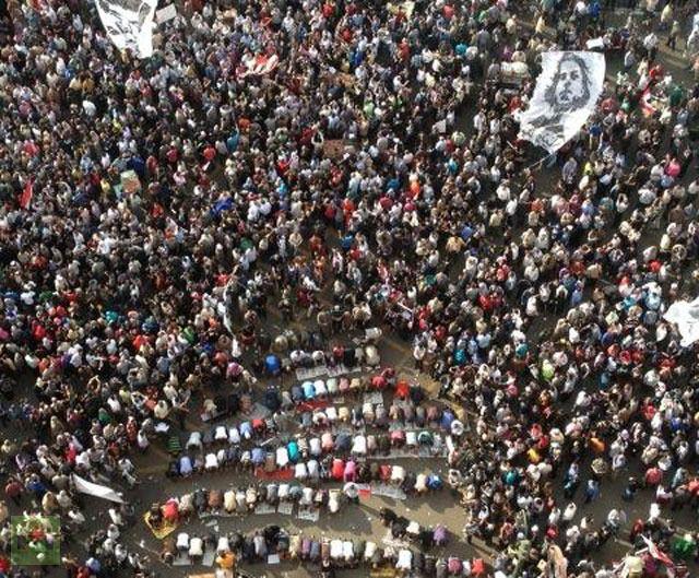 El sector mas joven y combativo de las masas egipcias contra el partido reaccionario Hermanos Musulmanes- Al Mukawama