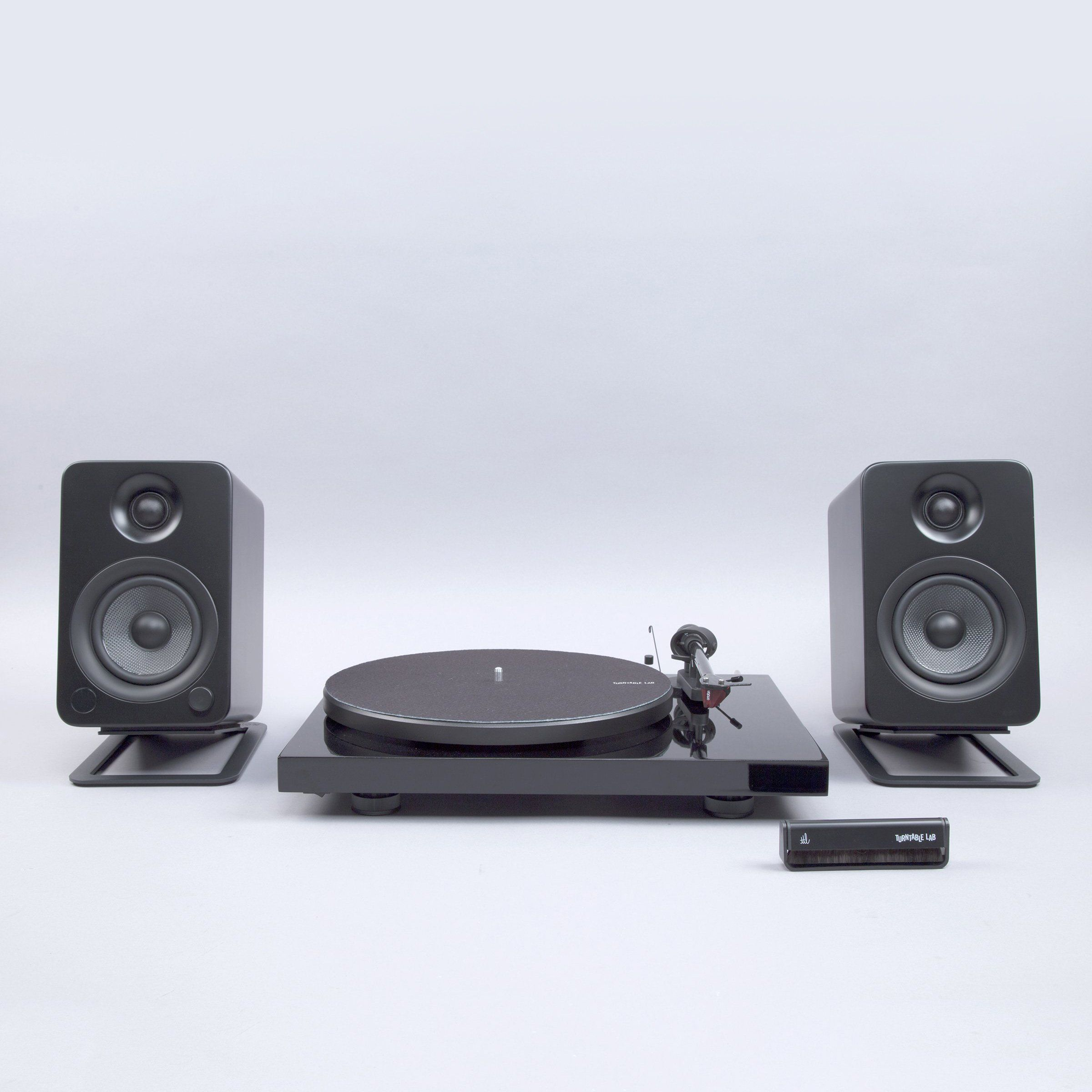Pro-Ject Debut Carbon DC / Kanto YU4 / Turntable Package