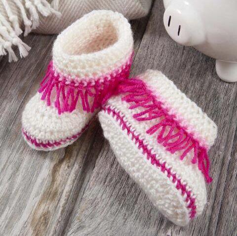 37029e35eccc 15 Free Crochet Moccasin Patterns - Dabbles   Babbles
