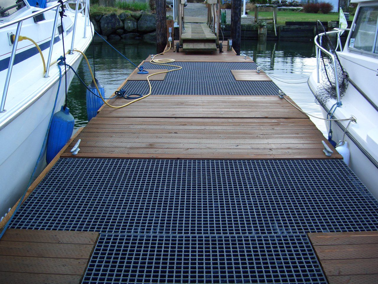 Best Molded Fiberglass Grating In 2020 Stair Tread Covers 400 x 300