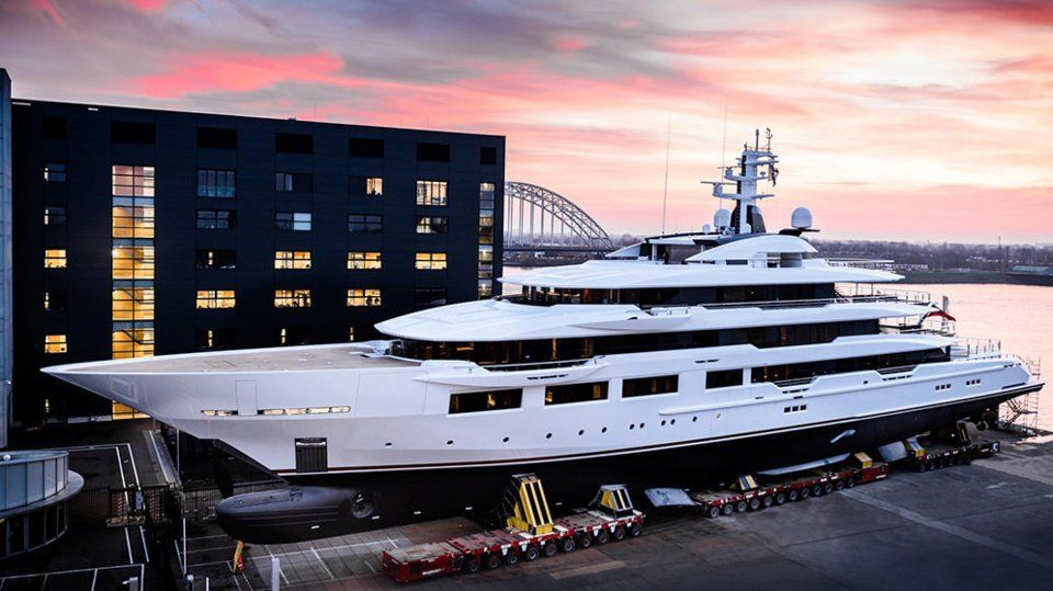 Atlanta Falcons Owner S 295 Foot Superyacht Put In The Water Business Insider Boathousehouseboats Oceanco Yacht Yacht For Sale