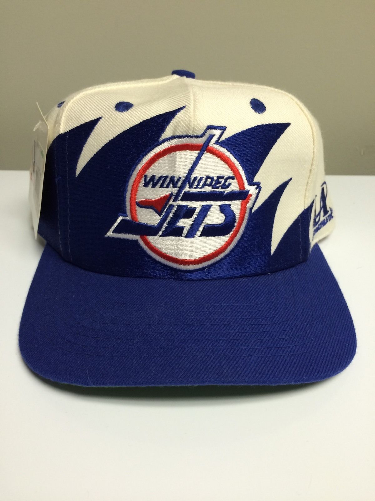 Vintage Winnipeg Jets Logo Athletic Sharktooth Snapback Hat Cap NHL ... 69b178085