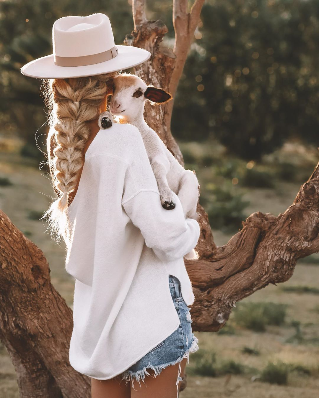 """➳ Travel ➳ Boho ➳ Fashion on Instagram: """"werbung wg.verlinkung / tagged accounts. . Cozy mood on🐑💕. Cuddle time is my favourite time. . How was your day? It's already little…"""""""