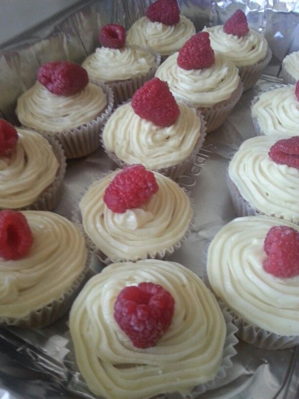Raspberry cupcakes with lemon frosting