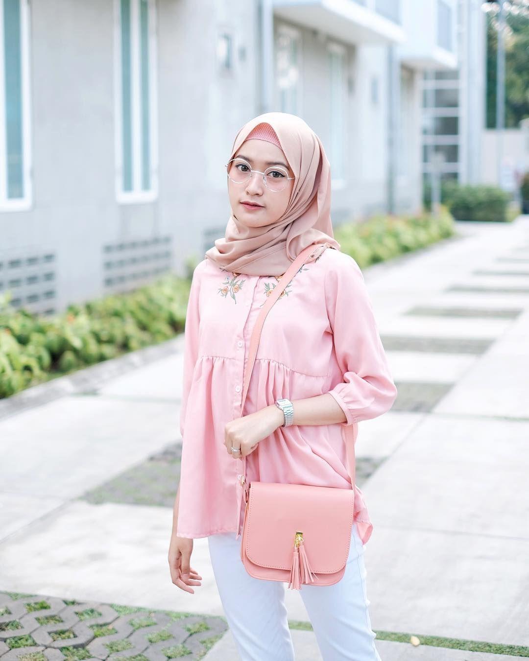 5 380 Likes 26 Comments Sari Endah Pratiwi Saritiw On Instagram Cinta Bgt Sama Warna Tasnyaaaa Beau Gaya Hijab Kasual Casual Hijab Outfit Fashion 2020