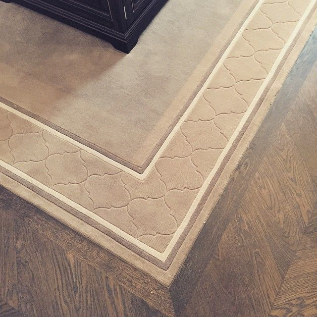 Our RIVIERA design can be adapted into a simple carved border and our installation team will fit the rug perfectly into a beautiful wooden floor. #riviera #custom #colbourns #insetrugs #installation #bespokerugs #bespoke #100%wool #carving #bespoke #beautiful #chelsea #luxury #london #carpet #interiordesign #interiors