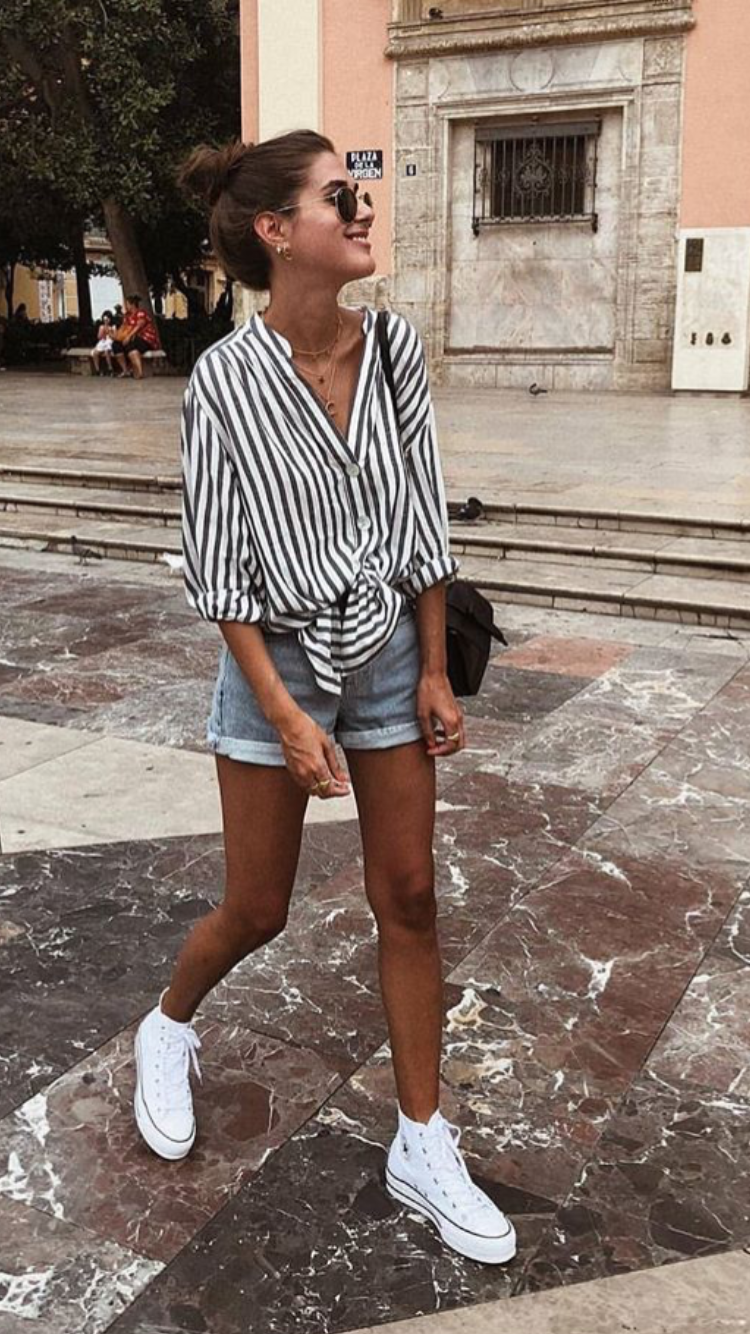 Pin By Emma Novak On Summer Shorts Casual Summer Outfits Simple Outfits Europe Outfits