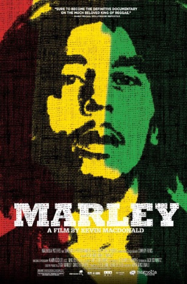 Título: Marley Dir: Kevin Macdonald Año: 2012 A unos días del 32 aniversario luctuoso de Bob Marley he visto este homenaje al músico, activista, líder social y sobre todo al ser humano que de la pobreza más extrema llegó al privilegiado estatus de ícono inmortal de la cultura pop. No siendo muy partidario de su música, como espectador he visto una historia fantástica, conociendo ese lado humano que es opacado por la gloria a la que muy pocos músicos logran llegar. Mi opinión: Buen…