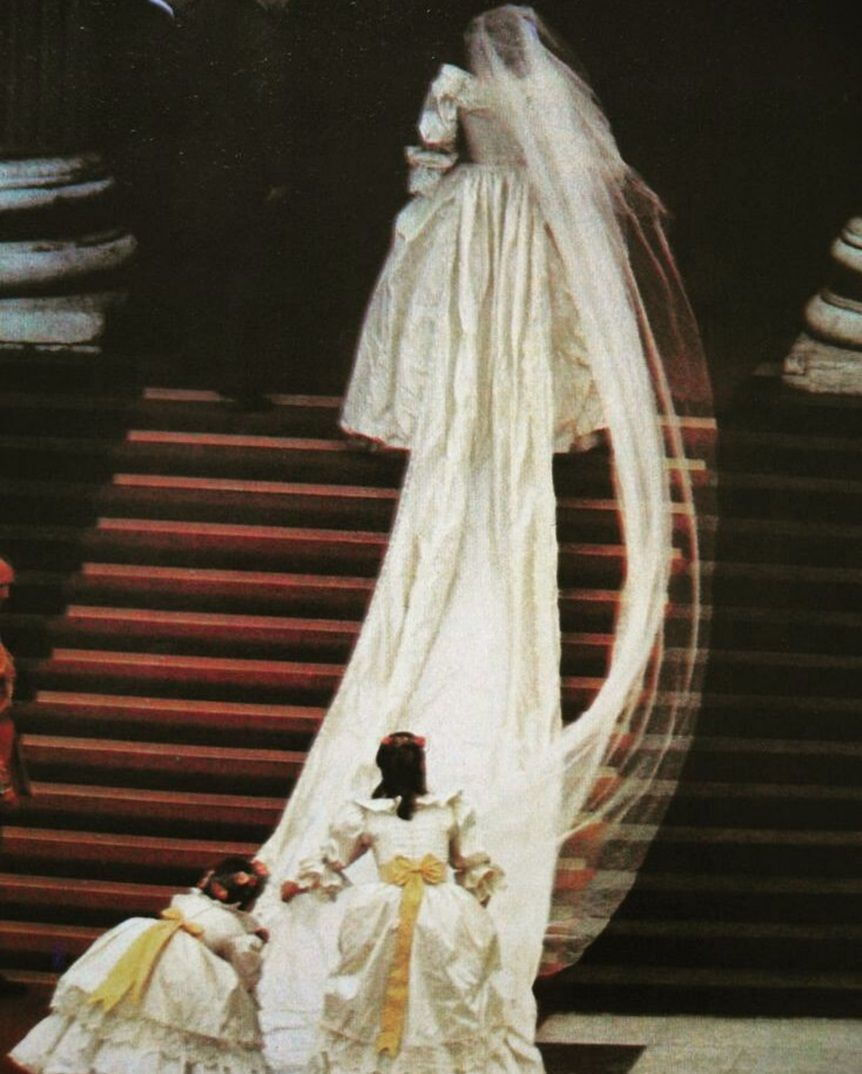 July 29 1981 The Senior Bridesmaids Arrange The Bridal Train As Lady Diana Climb The Stairs Of St Pa Princess Diana Wedding Diana Wedding Royal Wedding Gowns [ 1074 x 862 Pixel ]