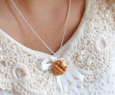 @MJLocklear @kelysuperficial LOOK! scented waffle necklace