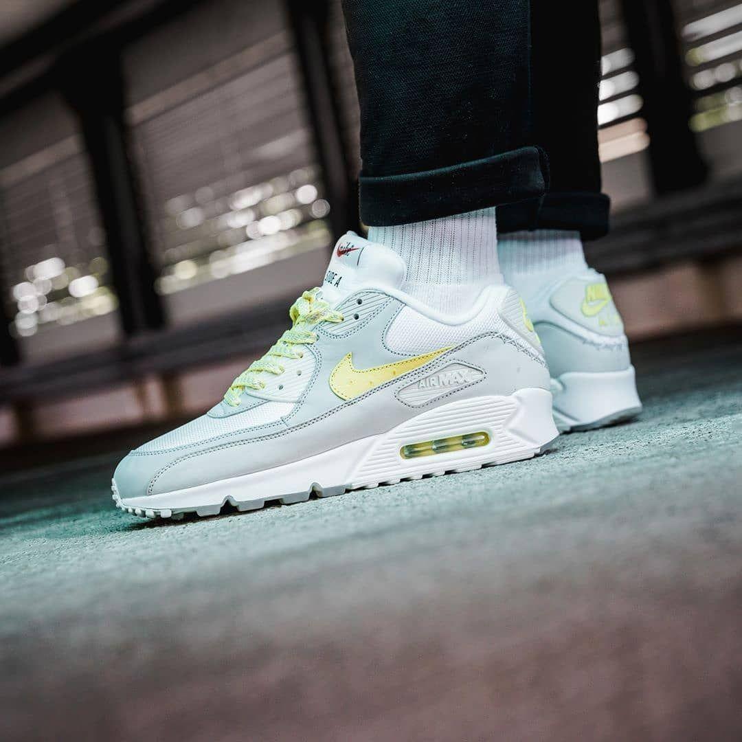 On foot look at the Nike Air Max 90