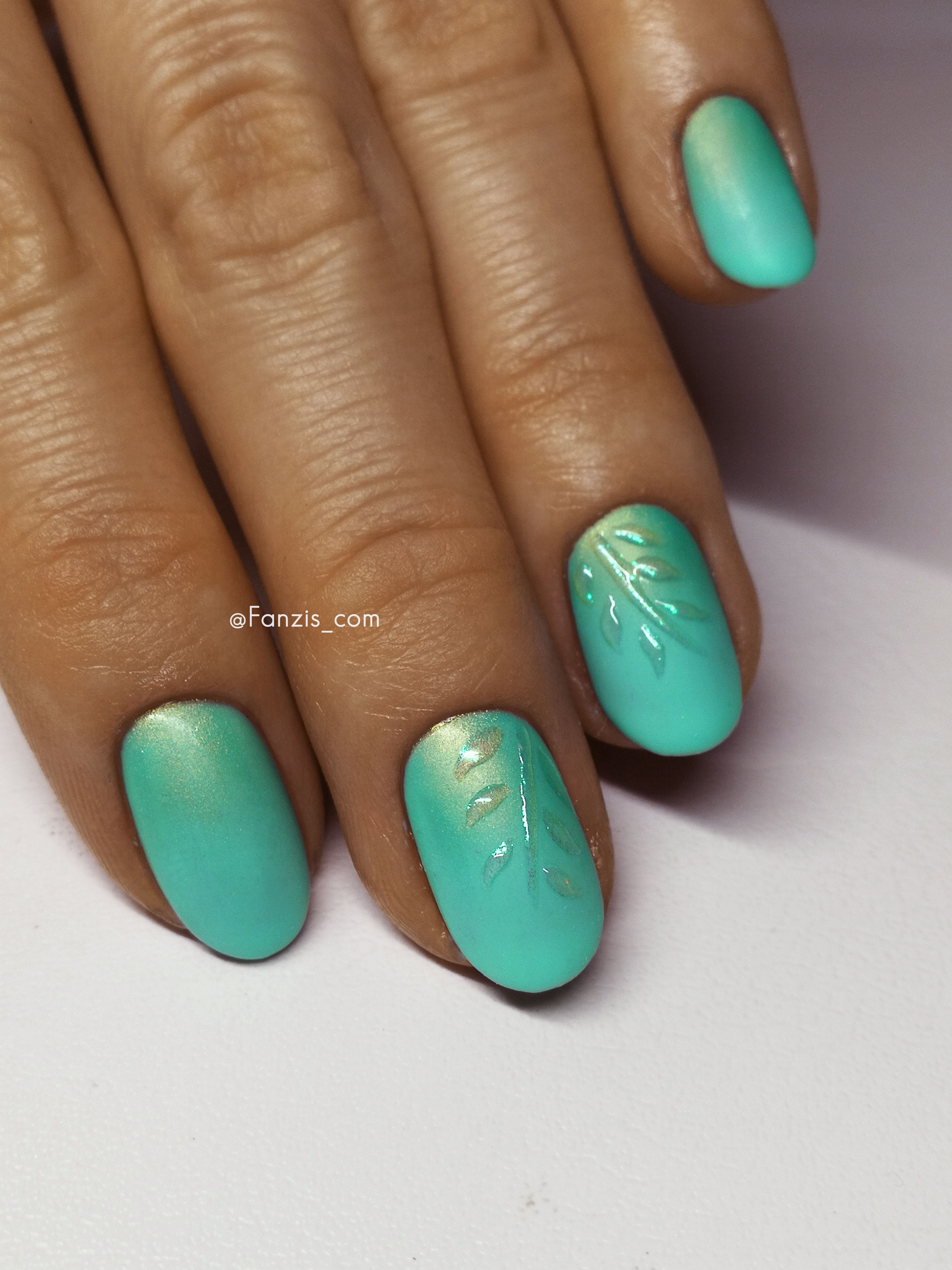 Semilac 22 mint, turquoise blue nails