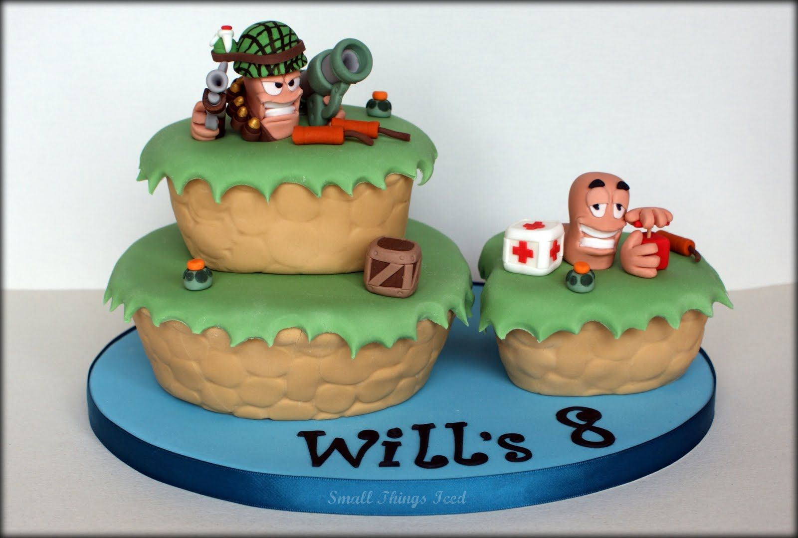 3 d birthday cakes | Worms 3D Birthday Cake