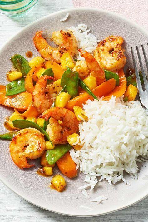 Schnell und einfach selbst asiatisch kochen - mit dem Rezept für Sweet Chili Garnelen mit Mango ist das kein Problem.  #asia #chili #garnelen #mango