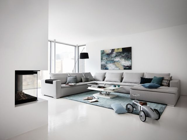 BoConcept Milano Expanding Dining Table And Adelaide Chairs