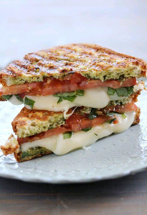 Caprese Panini (Mozzarella, Tomatoes and Basil) #sandwichrecipes