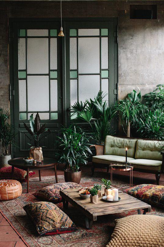 Gemütliches Beisammensein, ein Raum voller Blumen und Pflanzen, nette Gespräche, botanische Drinks und leckeres Essen.