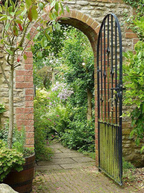 Gateway brick walkway gardens and walkways for Garden gateway