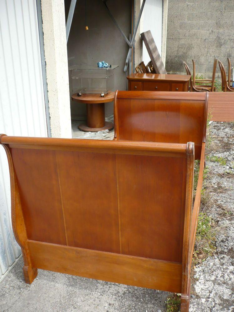 lit louis philippe en tres bon etat avec sommier lit en merisier meuble ancien meubles. Black Bedroom Furniture Sets. Home Design Ideas