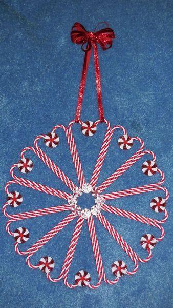 53 Creative Candy Cane Christmas Decor Ideas For Your Home #candycanewreath