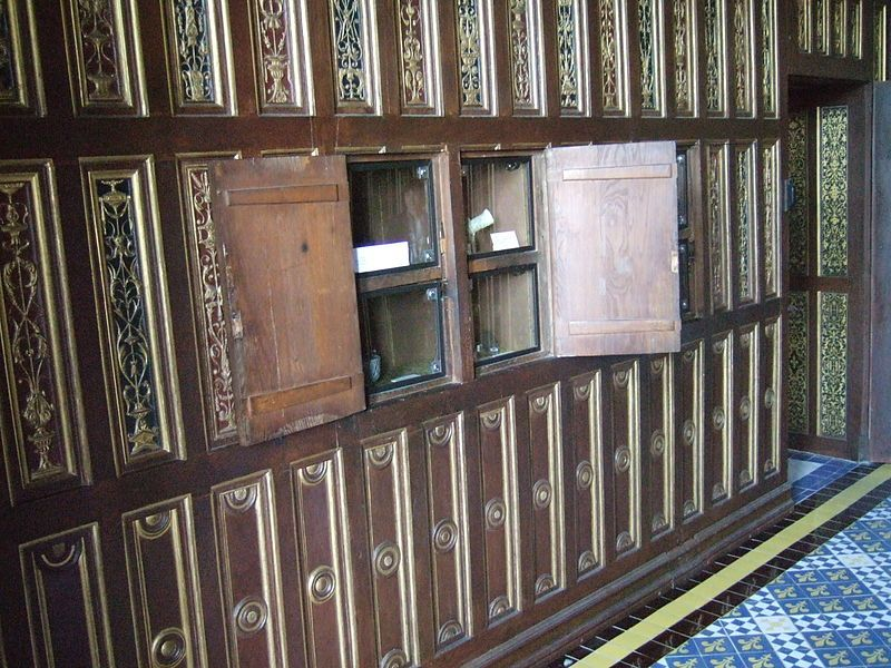 Cabinet de travail de Catherine de Médicis au Chateau de Blois (on l'a soupçonnée pendant très longtemps d'y garder des poisons)