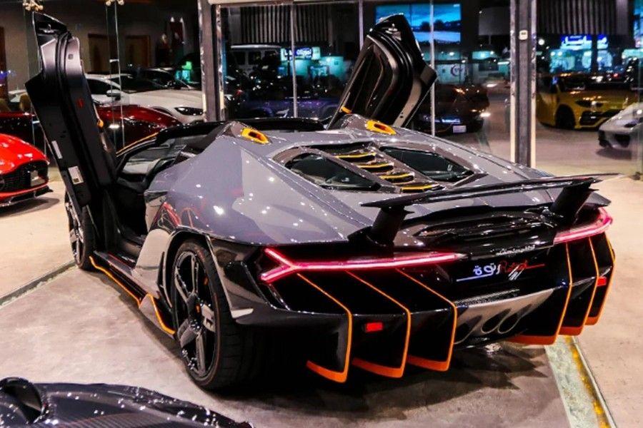 Une Lamborghini Centenario Roadster (2018) à vendre 4 ...