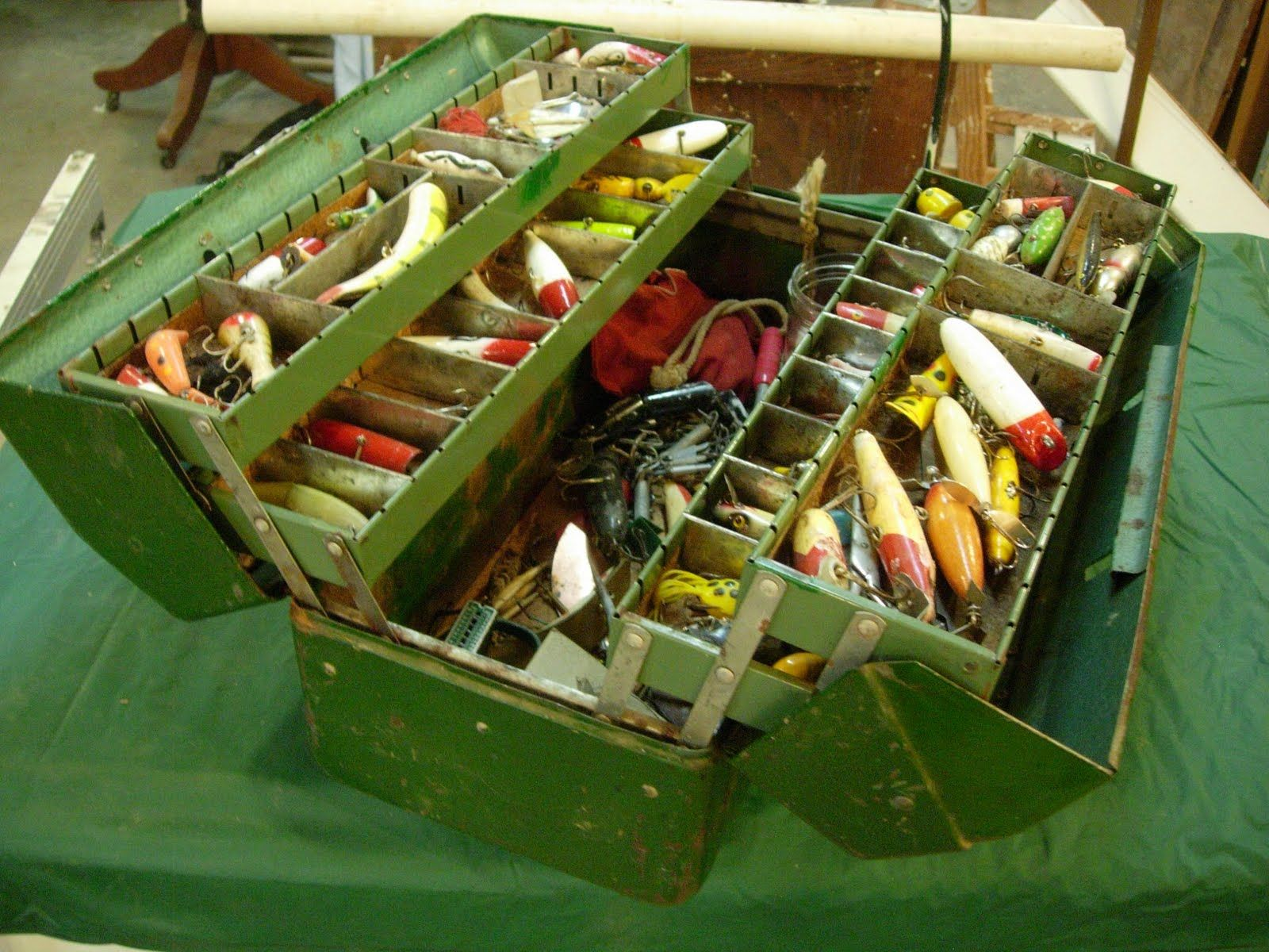 Wood fishing tackle boxes woodshop tackle boxes towers for Fish and tackle