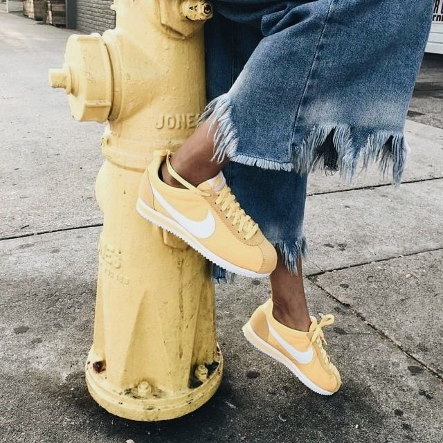 nike cortez amarillas mujer