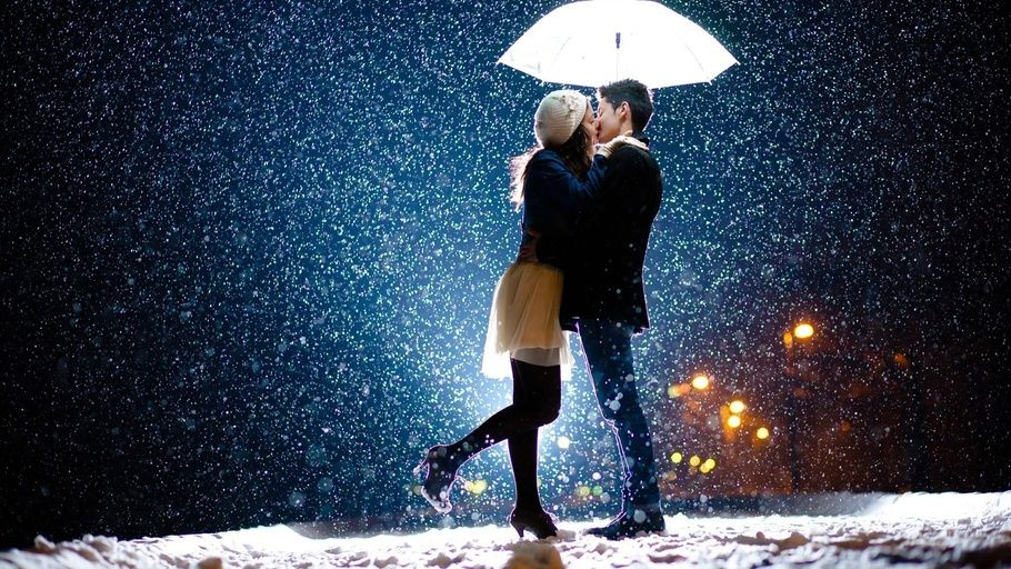 Wallpaper Hd Of Couple Love Kiss Romantic Snow Umbrella Romantic Love Kiss Romantic Couples Love And Marriage Night Couple
