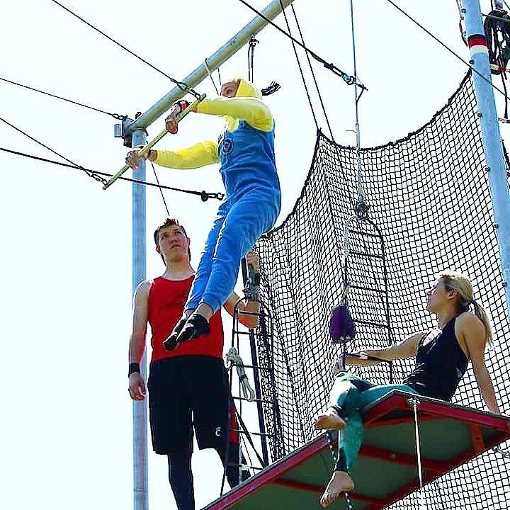 Flying trapeze in minion pajamas. No one has fun like the circus! Have you flown with us yet?  #wackywednesday #cincinnaticircus #trapezepractice #wacky #minion #wednesday #circus #trapeze #flying #despicableme #minions #trapezeclass #aerialist #fun #awesome #circuslife #silly #pajamas #pjs #flyinghigh #trapezeartist #aerialacrobatics #cincinnati