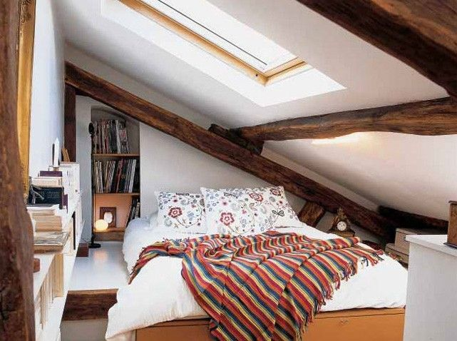 chambre sous les combles under roof bedroom chambre sous pente pinterest petites. Black Bedroom Furniture Sets. Home Design Ideas
