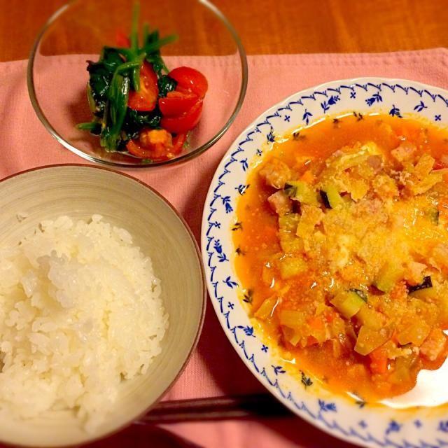 暑いのに熱いメニュー… - 7件のもぐもぐ - 野菜たっぷりミネストローネ  ほうれん草とトマトのサラダ by anna214anna