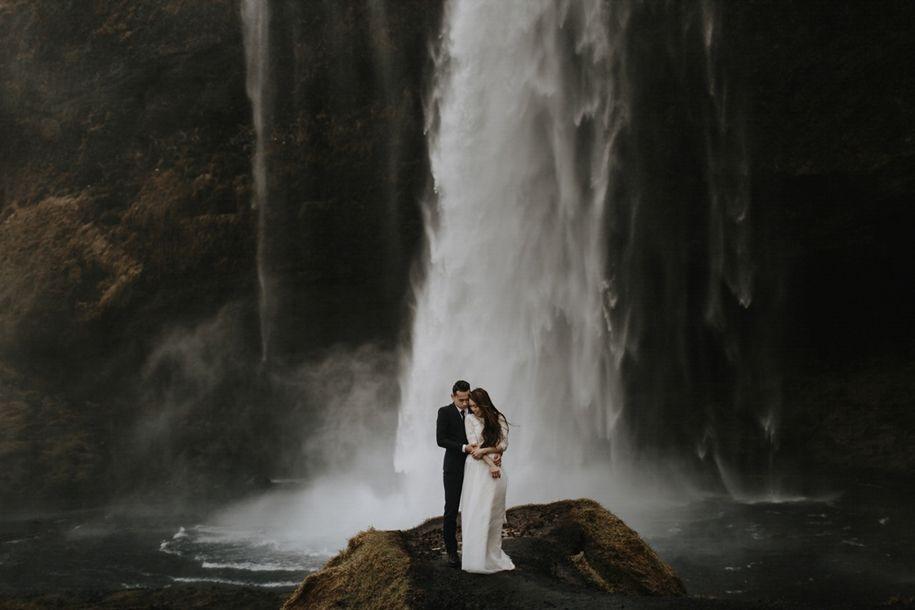 пары у водопада фотографии работают