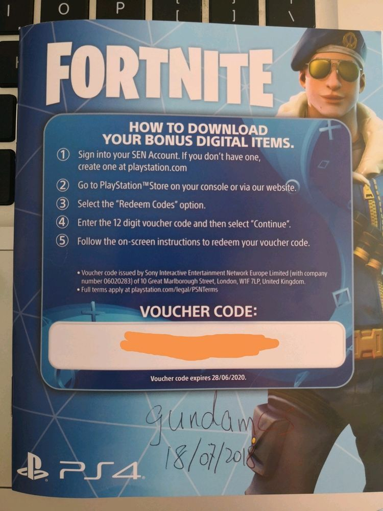Fortnite Royale Bomber Outfit Skin + 500 V BUCKS PS4 Code AU